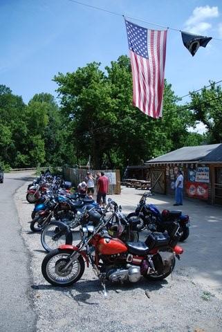 """Le bar du Devils Elbow est devenu un rendez-vous privilégié des """"bikers""""."""