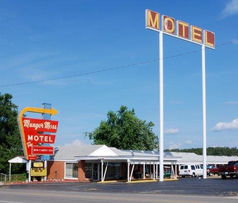 Le Munger Moss Motel.