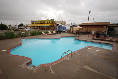 La piscine du motel du Big Texan !