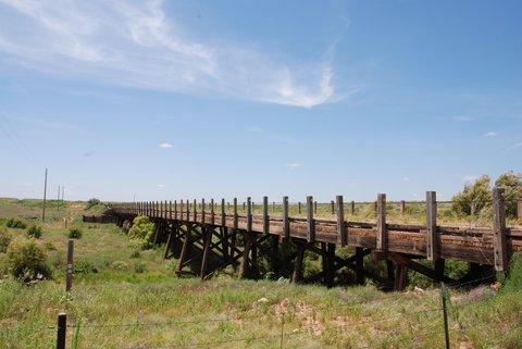 Un vieux pont en bois qu'emprunte la Route 66 près d'Endee, Nouveau-Mexique.