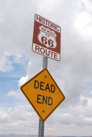 À l'ouest du Nouveau-Mexique, la Route 66 a souvent été écrasée par l'autoroute.