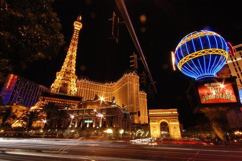 L'hôtel Paris Las Vegas, avec son Arc de Triomphe, sa Tour Eiffel et son Palais Garnier !
