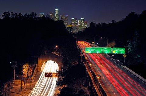 L'Arroyo Seco Parkway aujourd'hui, au niveau du tunnel de Figueroa Street (photo CC Flickr/TheKenChan)