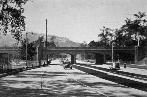 L'Arroyo Seco Parkway, ca. 1935 (photo CC Flickr/Metro Transportation Library and Archive)