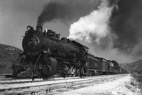 Une locomotive à vapeur à l'assaut du Cajon Pass (vers 1930)