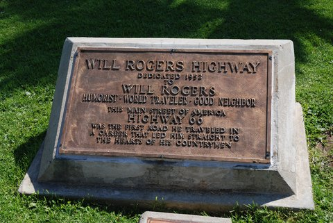 "La plaque commémorative ""Will Rogers Highway"""