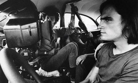 """James Taylor et Monte Hellman sur le tournage de """"Macadam à deux voies"""""""